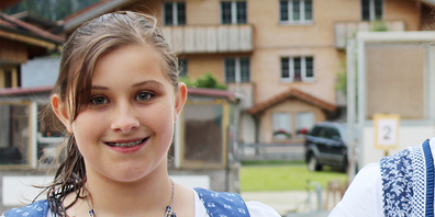 Die Jungschwingerin Carmen Laimbacher wirkt im Film «Switzerländers» mit. (Bild Archiv)