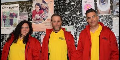 Das OJA-Team mit einheitlichem Look (v. l..): Domenica Del  Tiglio, René Hirschi und Stellenleiter Tobias Marti.