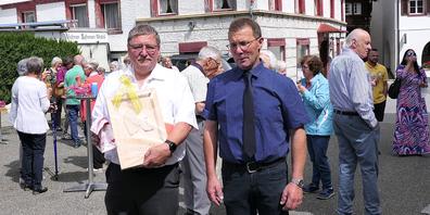 Der scheidende Jugendseelsorger Bruno Dietrich (li.) mit Bruno Seitz, Präsident des Kirchenverwaltungsrates der kath.Pfarre Berneck