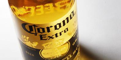 Die weltgrösste Bierbrauer Anheuser-Busch Inbev hat sich im zweiten Quartal von der Coronakrise erholt. Der Produzent des Biers Corona Extra erzielte einen Gewinnsprung. (Archivbild)