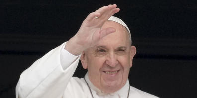 ARCHIV - Papst Franziskus erteilt seinen Segen. Foto: Andrew Medichini/AP/dpa