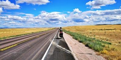 Schnurgerade bis zum Horizont gehts in South Dakota.