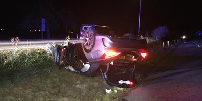 Das Fahrzeug überschlug sich nach einem Selbstunfall mehrfach.