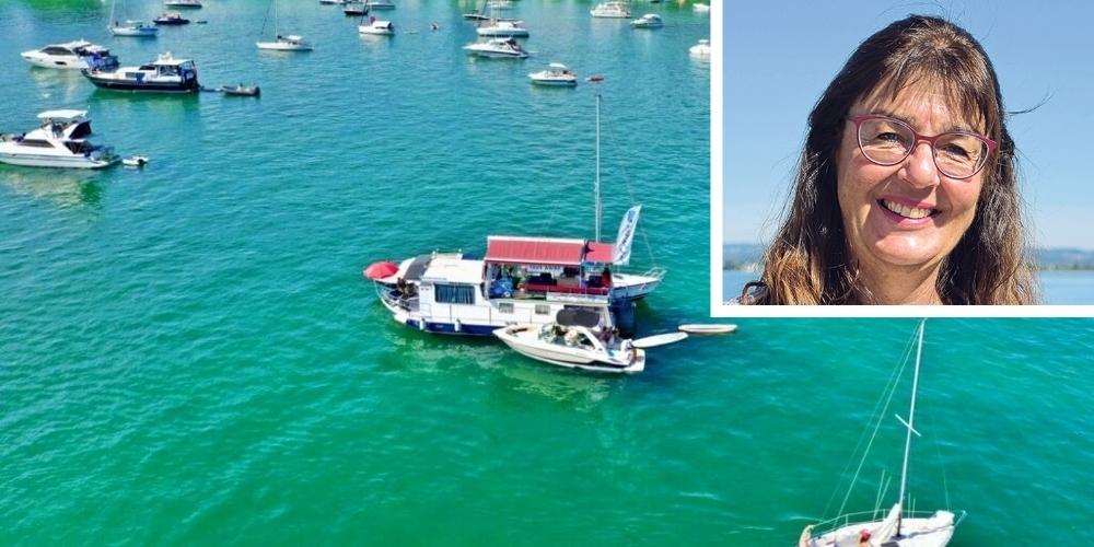 Beim schwimmenden Restaurant von Andrea Stapel können Bootsfahrer entweder selber Platz nehmen oder bequem Take-Away bestellen.