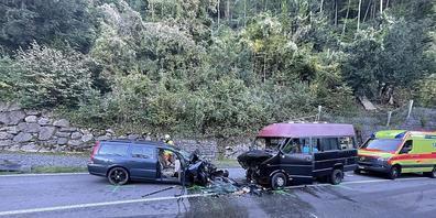 Nach dem Unfall war die Axenstrasse am Sonntag während mehrerer Stunden gesperrt.