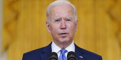 US-Präsident Joe Biden hält eine Rede im East Room des Weißen Hauses. Voraussichtlich können Biden und seine Demokraten Menschen, die bislang ohne Aufenthaltserlaubnis in den USA leben, nicht über ein gewaltiges Haushaltsvorhaben den Weg zur Staat...