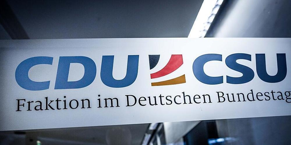 ARCHIV - Der Eingang zum Fraktionssaal der Union im Bundestag. Foto: Michael Kappeler/dpa Foto: Michael Kappeler/dpa
