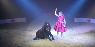 Simone-Irene-Mireille Stey ist die jüngste Artistin des Zirkus Stey.
