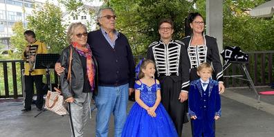 Die Zirkusfamilie Stey in drei Generationen.