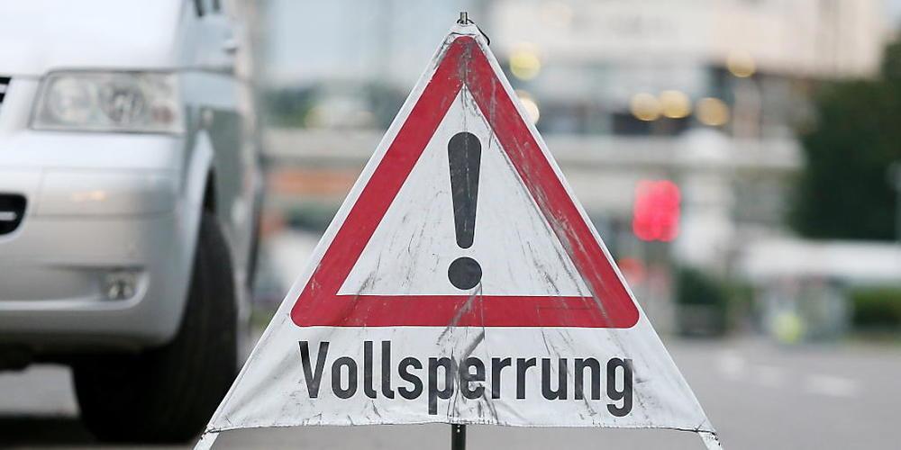 Nach der Explosion in einer Müllverbrennungsanlage in Leverkusen geht die Suche nach den Vermissten weiter. Foto: David Young/dpa Foto: David Young/dpa