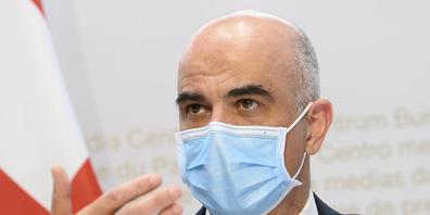 Für Bundesrat Alain Berset hängt eine allmähliche Rückkehr zur Normalität stark vom Impffortschritt ab.