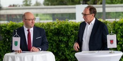 St. Gallen und Vorarlberg verstärken die Zusammenarbeit beim grenzüberschreitenden öffentlichen Verkehr - Im Bild Regierungsrat Tinner (l.) und Landesrat Rauch (r.)