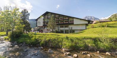 Die Säntis Lodge in Unterwasser wurde Ende Juni 2021 als neue Zentrale von Berg & Bett eröffnet.