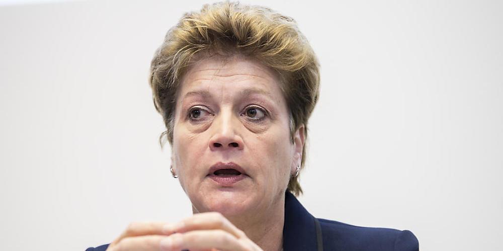 EDK-Präsidentin Silvia Steiner (Die Mitte) hält lokale Massnahmen zur Eindämmung des Coronavirus an den Schulen für wirkungsvoller als eine einheitliche Schweizer Lösung. (Archivbild)