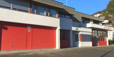 Aussenansicht des Depots der Feuerwehr Kaltbrunn an der Schulhausstrasse.