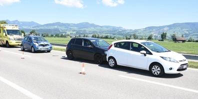 Diese drei Autos waren am Donnerstag bei Benken in eine Auffahrkollision verwickelt.