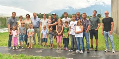 Die Gewinner der 2. Heckenmeisterschaft des südlichen Kantons St.Gallen mit ihren Familien. Das Linthgebiet ist auf den Rängen 2 bis 4 vertreten.
