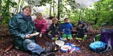 Zmittag essen und Gschichtli im Wald hören. (Symbolbild)