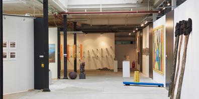 28 Kunstschaffende stellen vom 5. bis 20. Juni in Siebnen aus. Die Ausstellung ist von Dienstag bis Freitag von 15 bis 20 Uhr geöffnet, am Wochenende von 10 bis 18 Uhr.