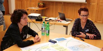 Die Teilnehmerinnen des Seewiser Vernetzungstreffens tauschen ihre Erfahrungen aus.
