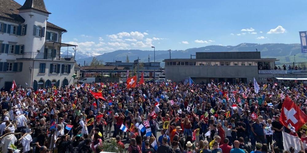 Die unbewilligte Demonstration in Rapperswil lockte über 4'000 Massnahmen-Skeptiker an...
