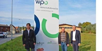 Im Bild (v.l.): Pirmin Helbling (Geschäftsführung Kindlimann AG), Rolf Bosshard (Gemeindepräsident Tobel-Tägerschen) und Daniel Wild (Klinikdirektor Clienia Privatklinik Littenheid).