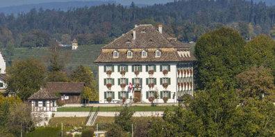 Das Gemeindehaus von Grüningen ZH