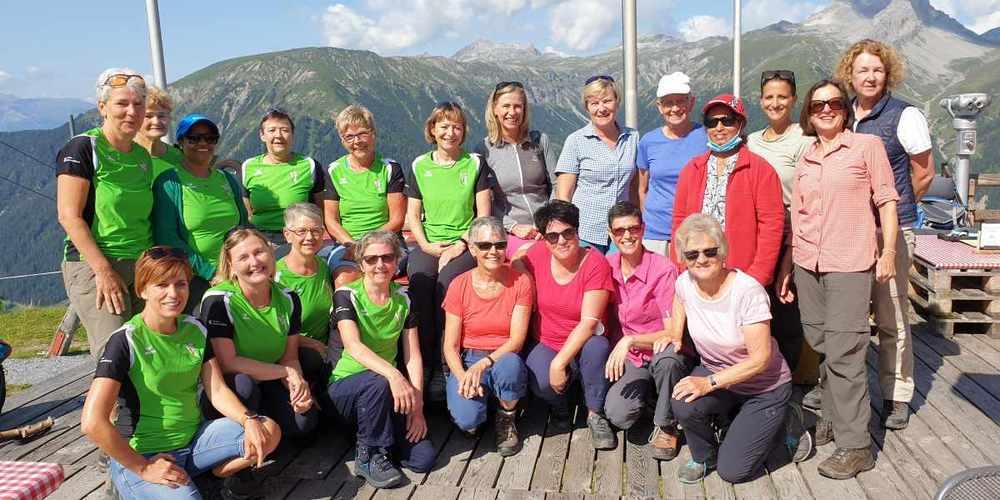 Die Uzner Sportfit-Frauen durften eine lockere Wanderung in bester Gesellschaft geniessen.