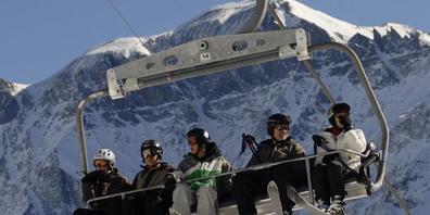Neue Beschneiungsanlagen sollen im Skigebiet Elm GL die Weiterexistenz der Bahnen sichern. Nun hat das Glarner Verwaltungsgericht einen Ausbau der Beschneiungsanlagen vorerst gestoppt (Archivbild).