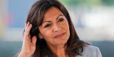 ARCHIV - Anne Hidalgo, sozialistische Bürgermeisterin von Paris, hält inne, während sie ihre Kandidatur für die bevorstehenden Präsidentschaftswahlen in Frankreich im April 2022 bekannt gibt. Die französischen Sozialisten schicken die Pariser Bürg...