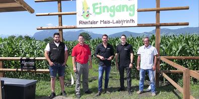 Am Samstag vormittag wurde das Rhyla eröffnet: v.l. Ralph Schiess (Alpstein Zaun+Tor), Ralph Schmid (Schmidi-events), Manuel Enzler (Alpstein Zaun+Tor), René Federer (SGKB) und Landwirt Ernst Sonderegger