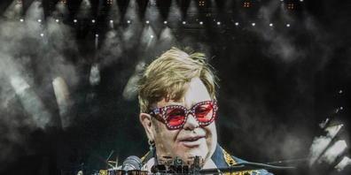 Der britische Popstar Elton John wird sich über die nächsten zwei Jahre mit drei Konzerten von seinen Schweizer Fans verabschieden.