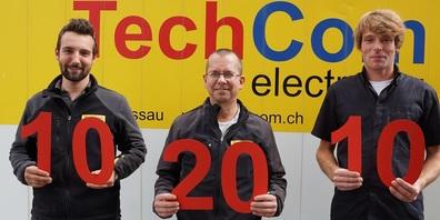 Feiern ihr Arbeitsjubiläum: Mike Spitzli gehört seit der ersten Stunde zum Team der TechCom electro AG. David Sauder (links) und Sandro Fey gehören seit 10 Jahren zum Team.