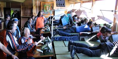 Im Schützenstand verfolgten die Teilnehmenden den Einsatz ihrer Kameraden.