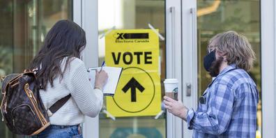 Ein Wahllokal in Halifax. Foto: Andrew Vaughan/The Canadian Press/AP/dpa - ACHTUNG: Nur zur redaktionellen Verwendung und nur mit vollständiger Nennung des vorstehenden Credits
