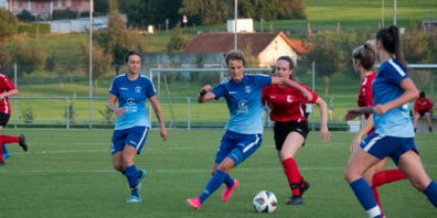 Justyna Trzaskowski behauptet den Ball