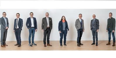 Der Gemeinderat hat die Legislaturziele festgelegt (v. l.): Markus Lichtensteiger, Edi Hartmann, Pascal Bossart, Gemeindepräsident Elmar Metzger, Nadja Heuberger-Stengel, Erwin Thalmann, Schulratspräsident Christoph Ackermann und Ratsschreiber Marc Gattiker.