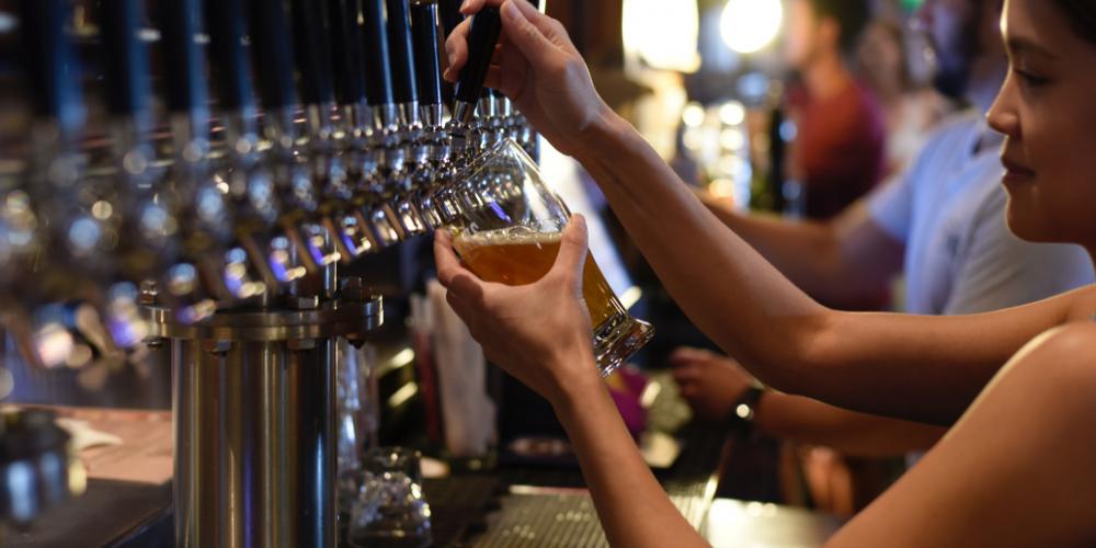 Dürfen Bars bald länger als 1 Uhr geöffnet haben?