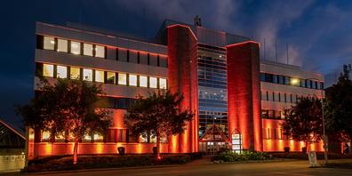 Vier Nächte lang wird das Gebäude orange beleuchtet sein.