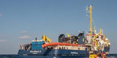ARCHIV - Die deutsche Seenotrettungsorganisation Sea-Watch ist mit ihrem Schiff «Sea-Watch 3» auf dem Mittelmeer im Einsatz. Foto: Selene Magnolia/Sea-Watch/dpa - ACHTUNG: Nur zur redaktionellen Verwendung im Zusammenhang mit der aktuellen Bericht...