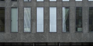 Die Finanzmarktaufsicht Finma hat schwere organisatorische Mängel bei der Grossbank Credit Suisse gerügt. Sie pocht auf die rasche Behebung der Mängel. (Archivbild)