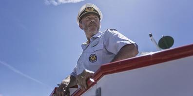 Daniel Jäger, Kapitän Schweizerische Schifffahrtsgeellschaft Untersee und Rhein auf dem Nock-Fahrstand.
