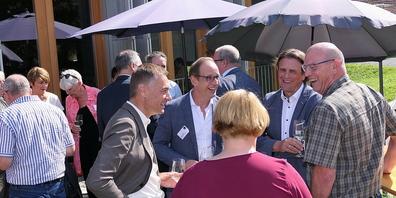 Beim Apéro wurde aus der JHV des Vereins Agglomeration Rheintal eine informelle Begegnung der Gemeindeoberhäupter beidseits des Rheins