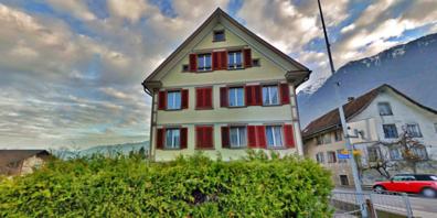 Das unter Ortsbildschutz stehende Pfarrhaus wird für 340'000 Franken an die Swiss Estate Investment AG verkauft.