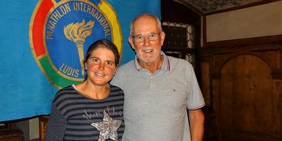 Anita Weyermann und ihr einstiger Nachwuchs-Trainer und heutiger Panathlon Club Wil- Präsident Walter Baumann beim Meeting im Hof zu Wil.
