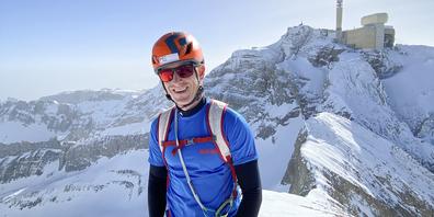 Hat den Bergsport für sich entdeckt: Sandro Muhl auf dem Gierenspitz nach der Winterbesteigung der Säntis-Nordwand über die Chammhaldenroute, im Hintergrund der Säntis.