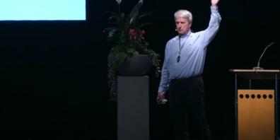 Dr. med. Manfred Doepp am Vortrag «Heilmittel, die klüger sind als Chemotherapie und Bestrahlung».