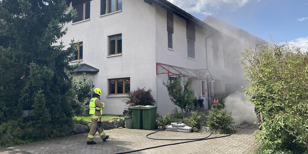 Brand in einem Reiheneinfamilienhaus in Buttikon