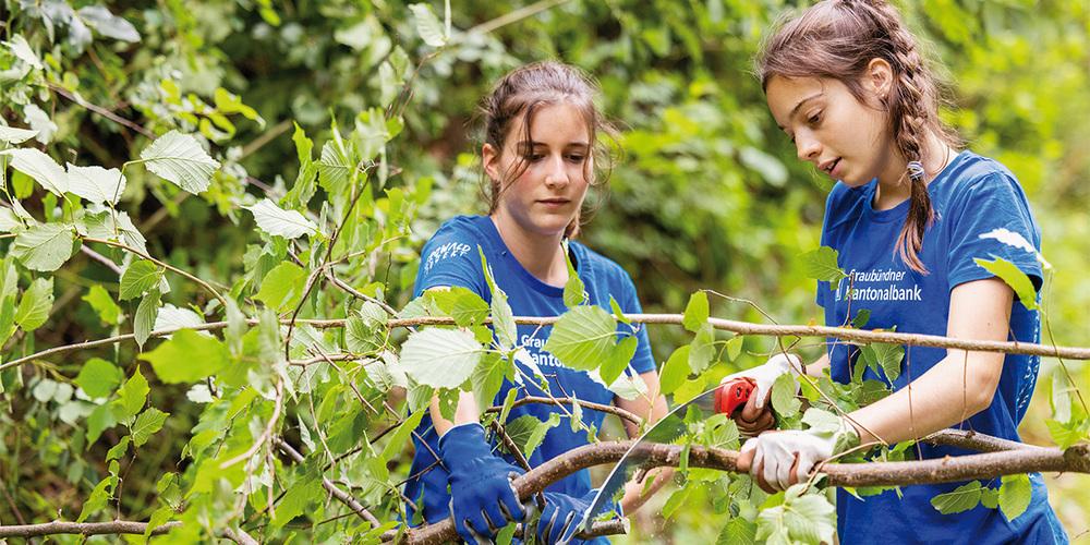 Mit ihrem Sommerprojekt bietet die GKB Jugendlichen einen sinnvollen Ferienjob und tolle Erlebnisse.