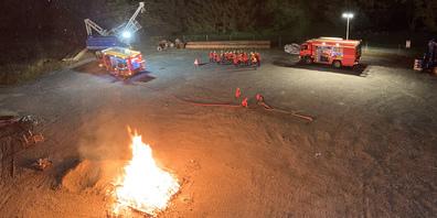 In der Nacht wurden die jungen Feuerwehrleute zu einem Einsatz aufgeboten.